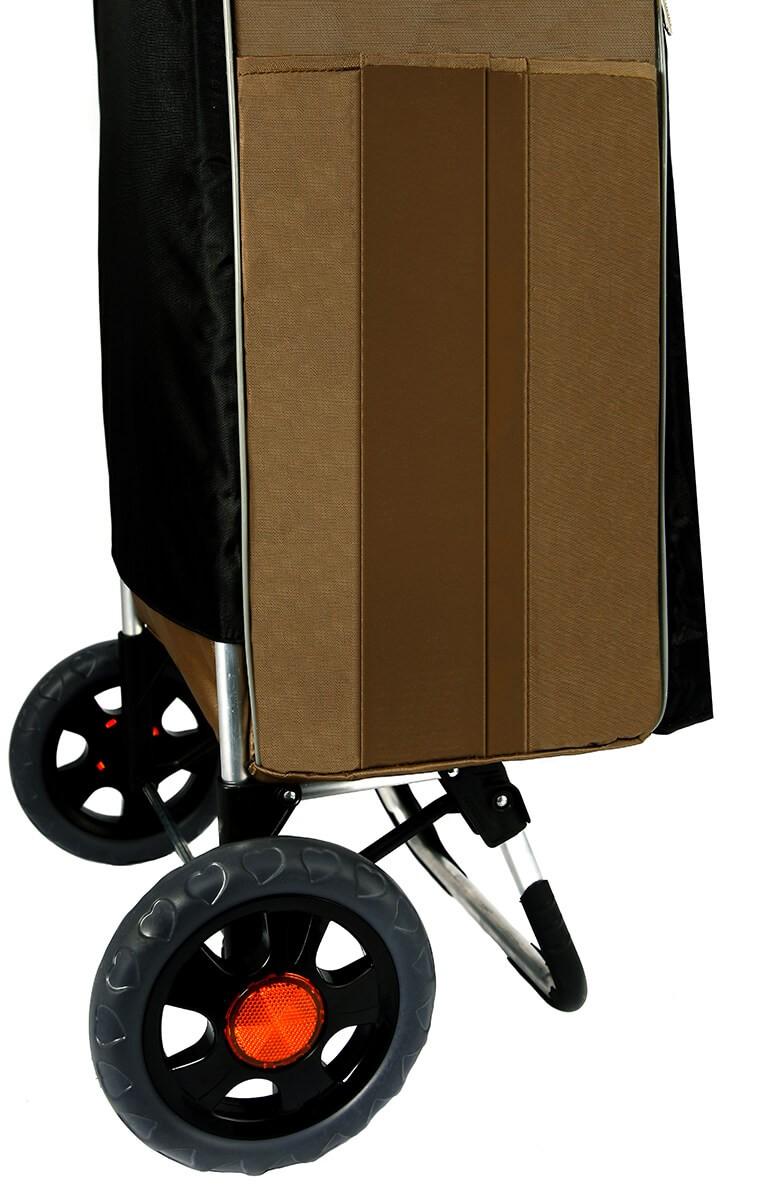 Zbliżenie na koła wózka na zakupy Aurora Bolzano